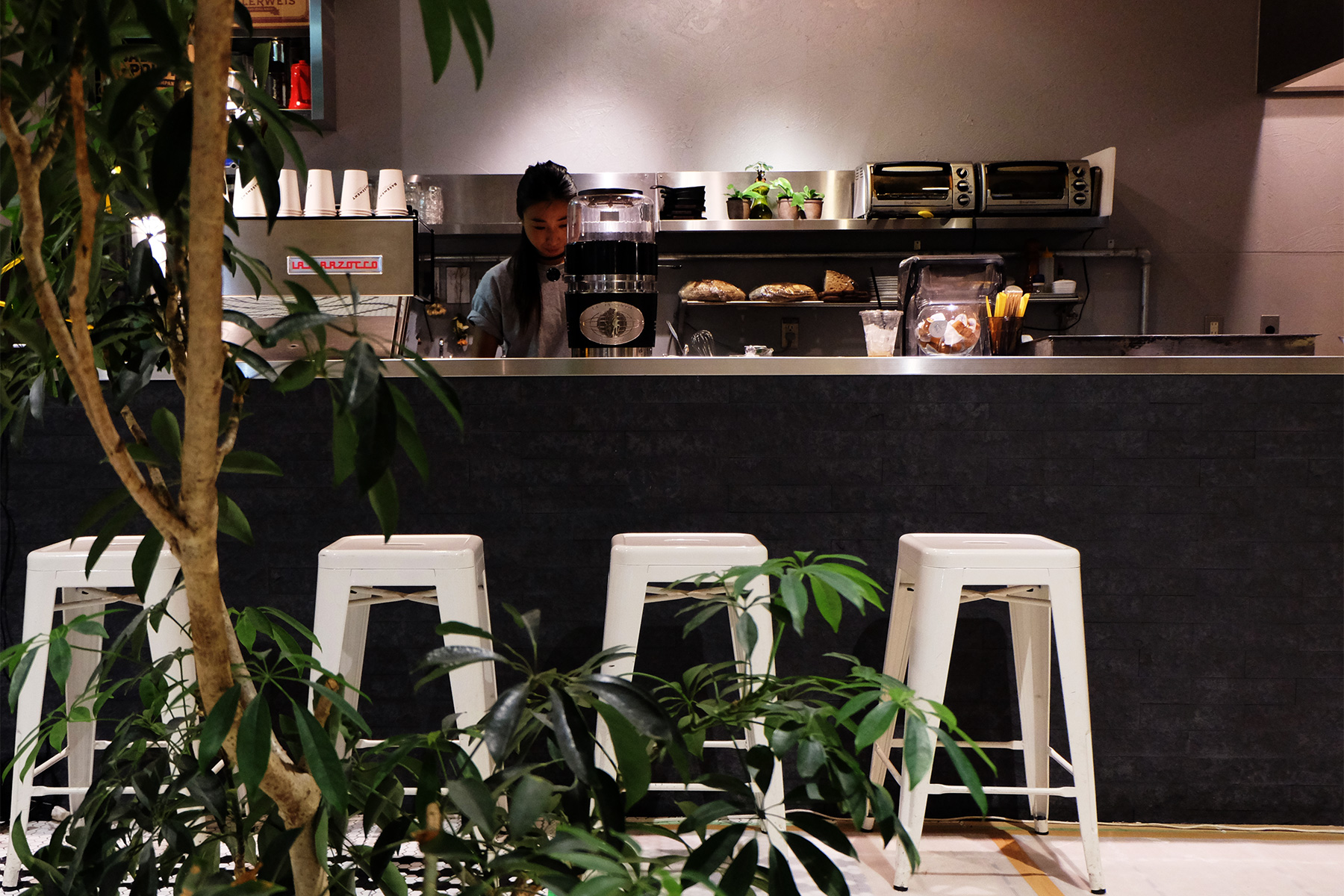 大阪・アメ村の美味しいコーヒーが飲めるカフェ・コーヒースタンド BASEMENT SANDWICH & COFFEE