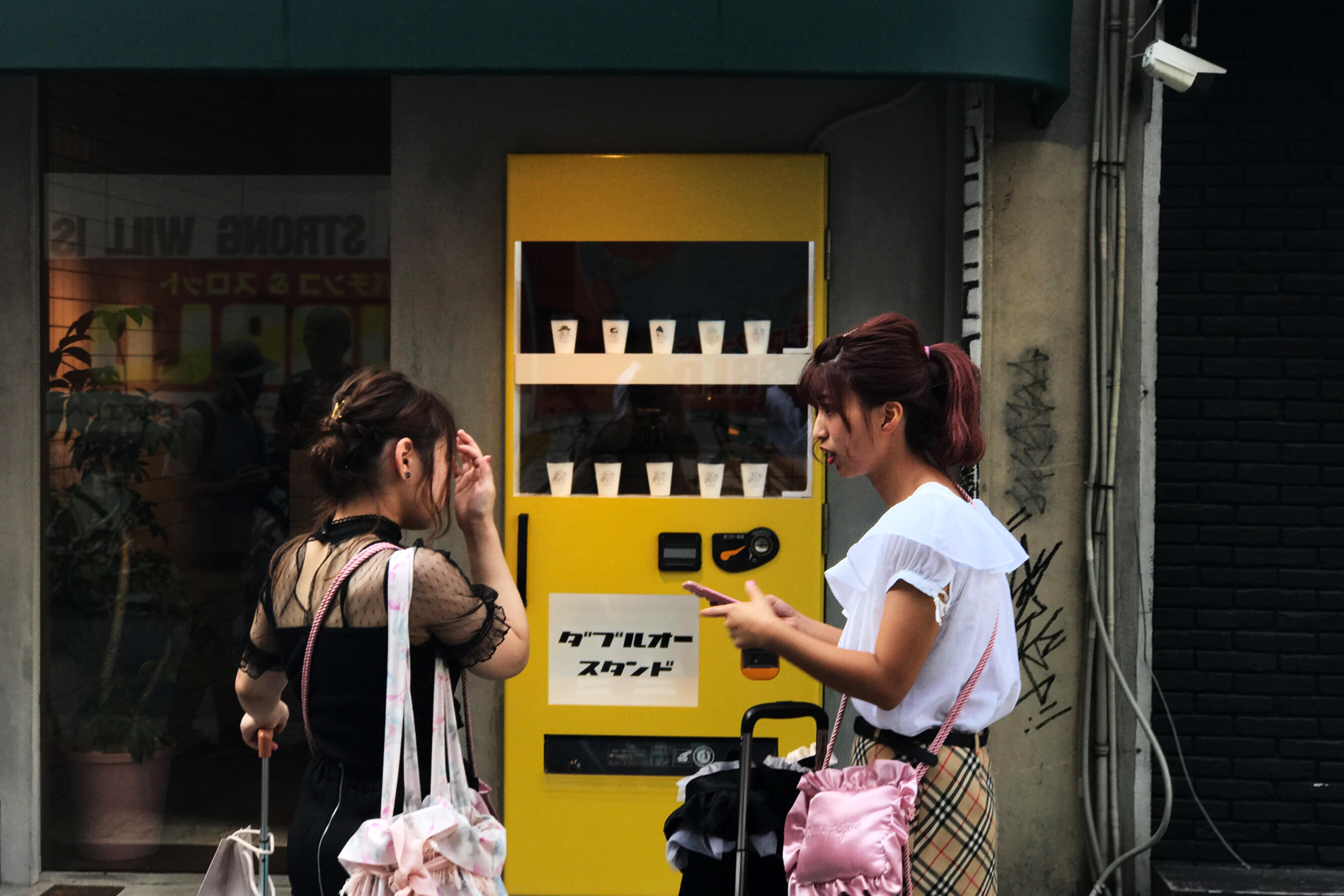 W/O STAND SHINSAIBASHI (ウィズアウトスタンド/ダブルオースタンド 心斎橋)