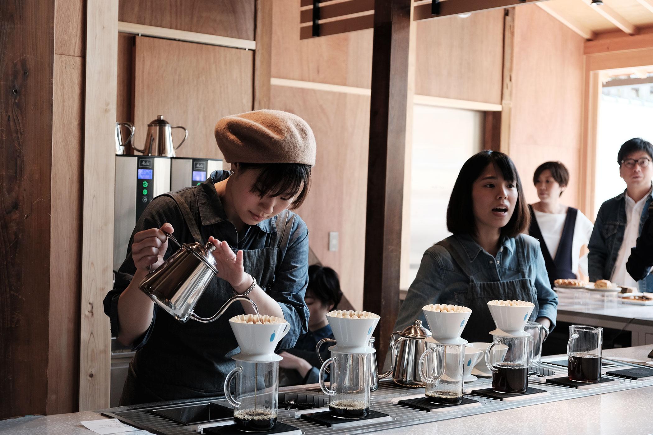 待望の初出店!ブルーボトルコーヒーの関西第一号は京都の南禅寺に ブルーボトルコーヒー 京都カフェ (BLUE BOTTLE COFFEE KYOTO) カウンター2