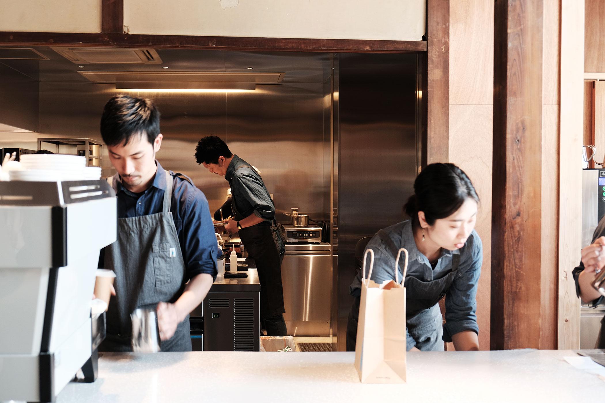 待望の初出店!ブルーボトルコーヒーの関西第一号は京都の南禅寺に ブルーボトルコーヒー 京都カフェ (BLUE BOTTLE COFFEE KYOTO) カウンター3