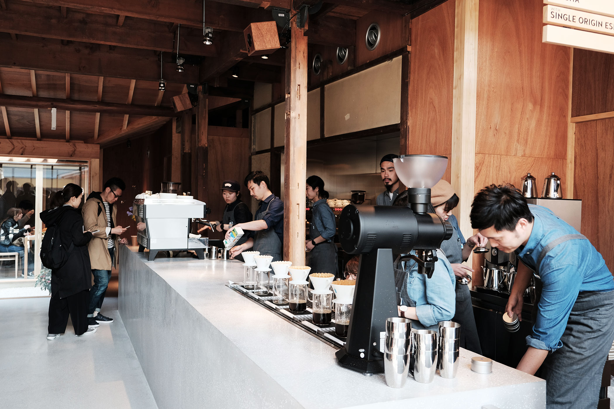 待望の初出店!ブルーボトルコーヒーの関西第一号は京都の南禅寺に ブルーボトルコーヒー 京都カフェ (BLUE BOTTLE COFFEE KYOTO) カウンター1