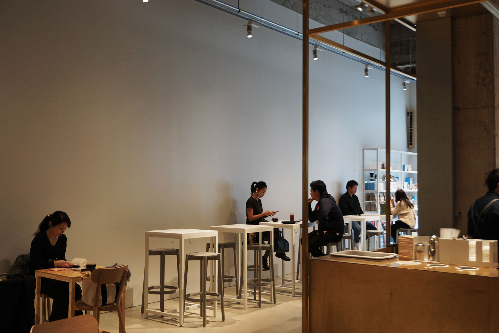 ブルーボトルコーヒー 神戸カフェ (BLUE BOTTLE COFFEE) 関西2店舗目は開放的なショップがよく似合う神戸の街に