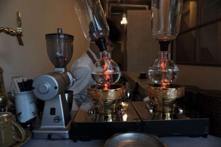 Euca COUNTER サイフォンでコーヒーを抽出する姿を眺めるのはそれだけで楽しい