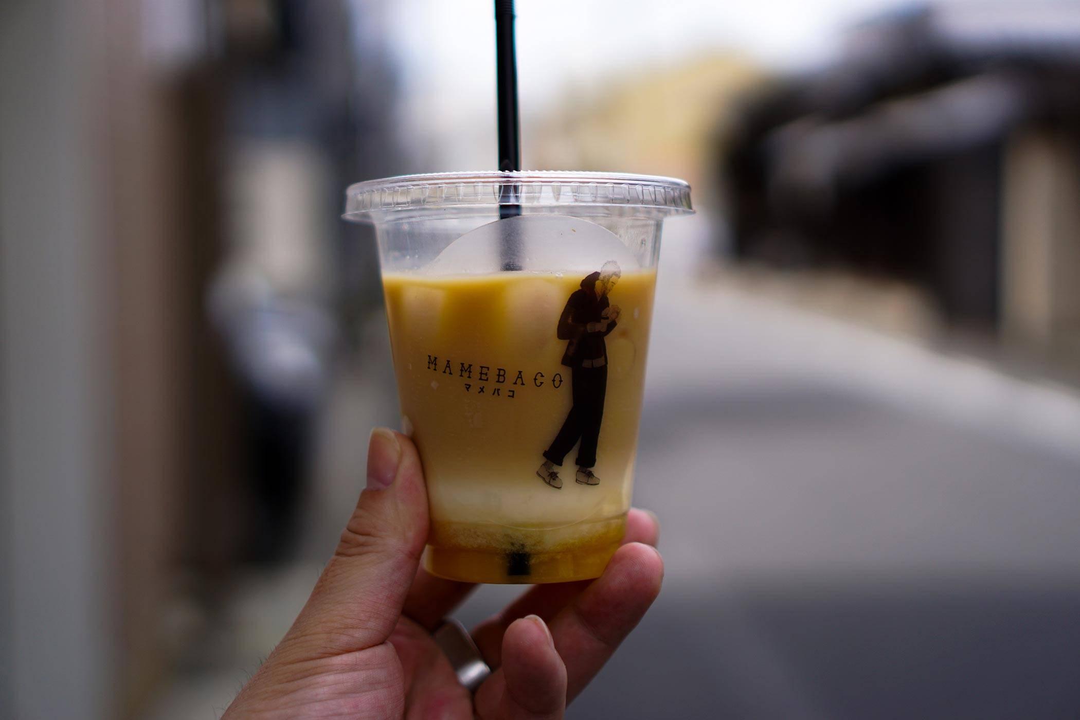 コーヒーアイランド MAMEBACO (マメバコ) 京都 わずか1坪の街に溶け込むコーヒースタンド