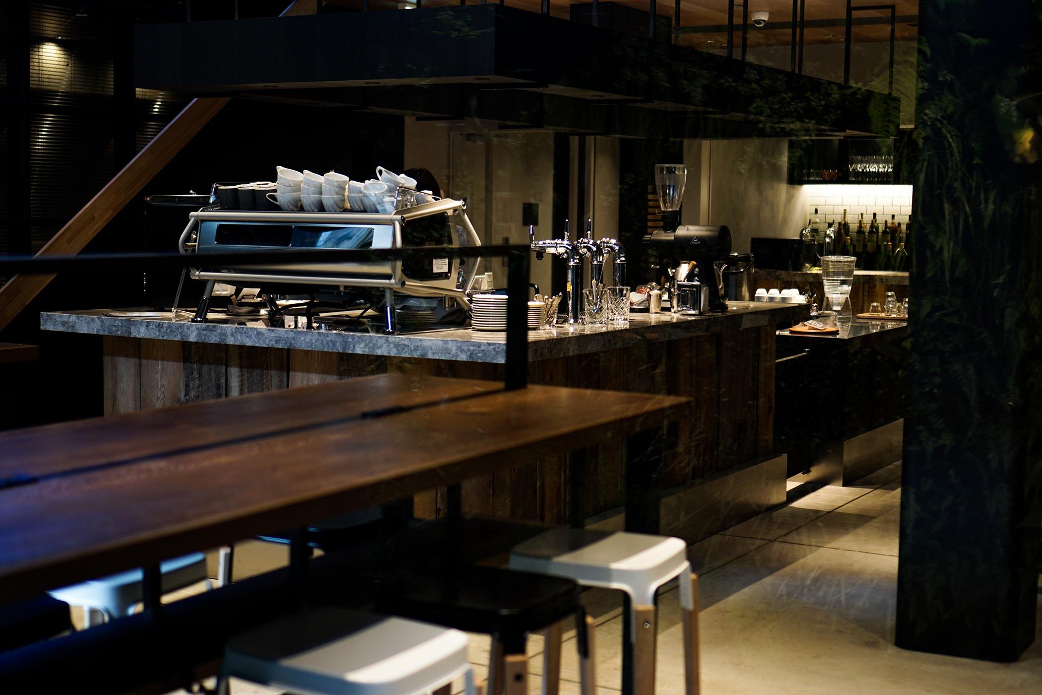 ピースホステル三条EAST 地下に広がる心くすぐる空間で地元ロースターのコーヒーを