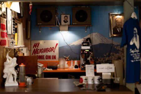わずか2席に魅力の詰まりまくったコーヒースタンド cafe legsのカウンター