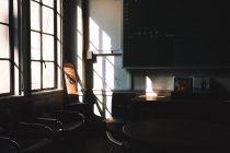 元・京都立誠小学校の職員室をカフェにした空間で味わう不思議な感覚と美味しいコーヒー